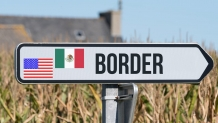 US borders with Canada, Mexic closed through Oct. 21