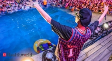 Massive pool party in China amid COVID-19 pandemic, Health News, ET HealthWorld